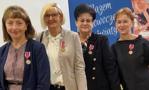 Nauczycielki-ILO-nagrodzone-medalem-Komisji-Edukacji-Narodowej
