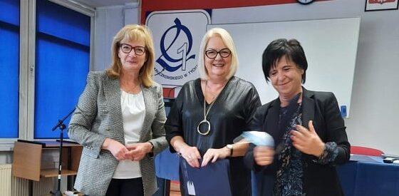 Dzień Nauczyciela, nagrodę dyrektora odbiera p. Elżbieta Pękałą